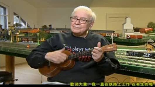 Warren Buffett plays ukulele and sings in a video clip posted on the website of Chinese state broadcaster CCTV for the lunar new year.