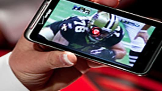 watching-football-smartphone-200.jpg