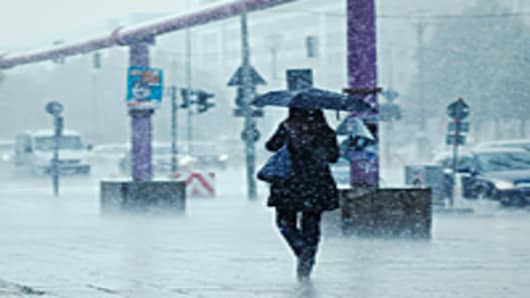 woman-walking-storm-200.jpg