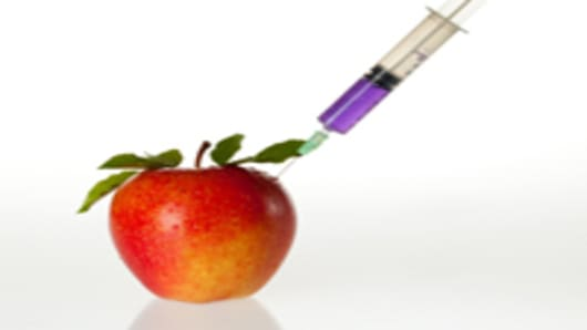 apple-being-injected-with-chemical_200.jpg
