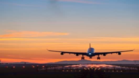 plane-taking-off-at-dusk_200.jpg