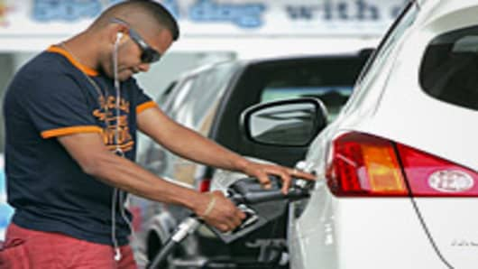 man-summer-pumping-gas-200.jpg