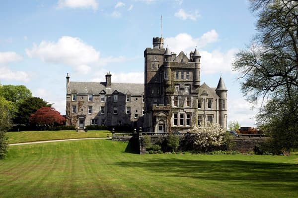 "Price: £699,000 (USD $1,117,250)Bedrooms: 4Bathrooms: 4Square Footage: 3185.7Grounds: 6 acresHouston House was a castle originally built by Sir Hugh de Paduinan (1140 - 1190) a Scottish-Norman baron, Knight Templar and progenitor of the Clan Houston in the 12th century. The Castle stayed in the ownership of the family until 1740. The First Statistical Account of Scotland (1791 -1799) describes the old castle at Houston as ""very ancient, there was a large and very high tower on the North West cor"