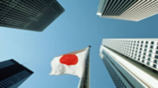 japan-flag-surrounded-by-shinjuku-buildings_140.jpg
