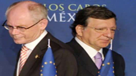 European Council President Herman Van Rompuy (L) and European Commission President Jose Manuel Durao Barroso (R) arrive to give a press conference in Los Cabos, Baja California, Mexico on June 18, 2012 before the opening of the G20 leaders Summit.