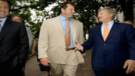Former all-star baseball pitcher Roger Clemens (C) and his attorney Rusty Hardin (R) arrive at the U.S. District Court after the jury announced it has a verdict in Clemens' perjury and obstruction trial June 18, 2012 in Washington, DC. The jury found Clemens not guilty on all counts.