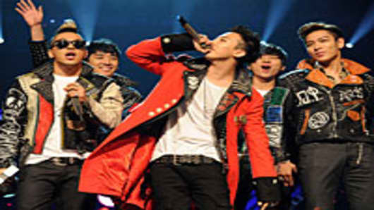 G-Dragon, Taeyang, T.O.P, Daesung and Seungri of Korean band Bigbang receive the Best Worldwide Award during the MTV Europe Music Awards 2011.