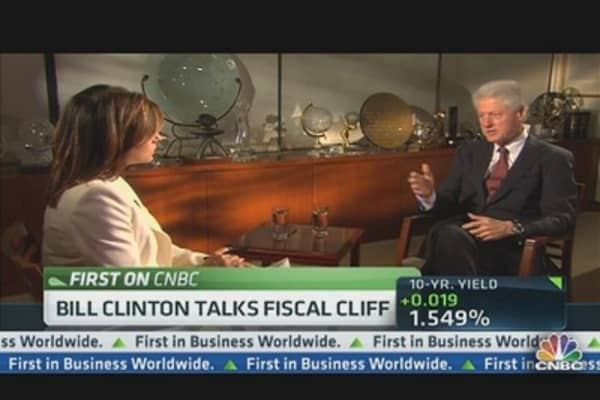 Pres. Clinton: Avoid Fiscal Cliff at All Costs