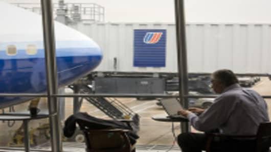 united-terminal-man-laptop-200.jpg