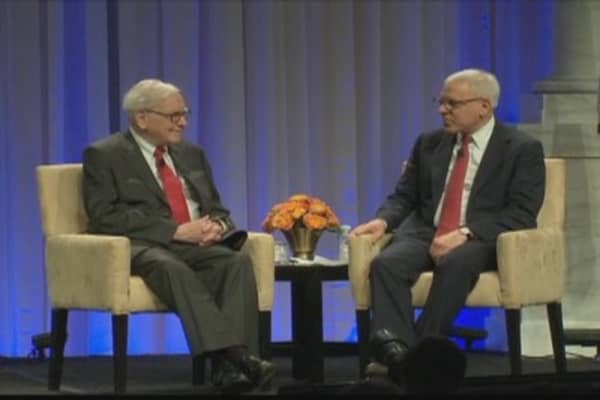 Buffett to D.C. Econ Club: 'I Love the Internet'... for Bridge