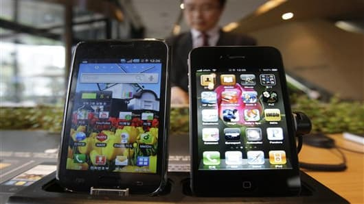 Samsung Electronics' Galaxy S, left, and Apple's iPhone 4, right.