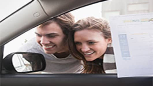 young-couple-car-shopping-200.jpg