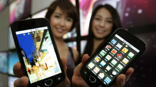Models show Samsung Electronics Co's Android smartphones during the unveiling ceremony on February 4, 2010 in Seoul, South Korea.