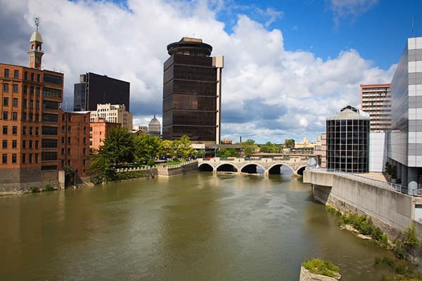 Rochester, NYRIAs in 2011: 5AUM in 2011: $214.0 millionRIAs in 2010: 1AUM in 2010: $14.0 millionThis medium-sized city in northern New York is home to such big companies as Rochester Kodak, Bausch & Lomb and Xerox and a major scientific research center. It has a diverse economy and top-shelf universities.