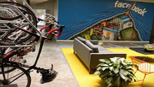 Inside-Facebook-Headquarters-mural-200.jpg