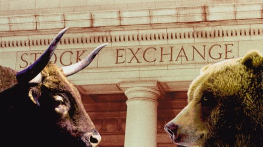Bull and Bear in front of stock exchange