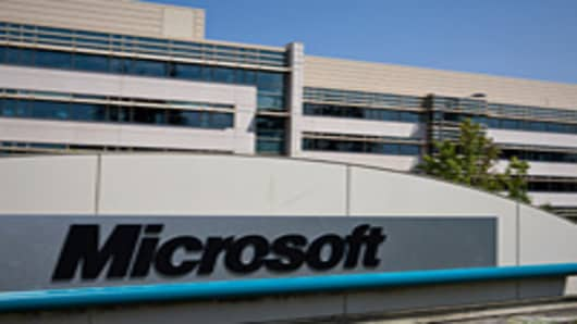 Buy Microsoft on Windows 8 Weakness: Pro