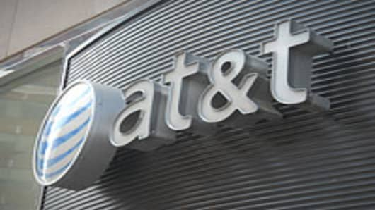 AT&T Profit Beats Estimates as Revenue Base Grows