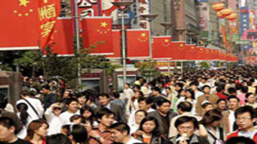 Wary of Future, Professionals Leave China in Record Numbers