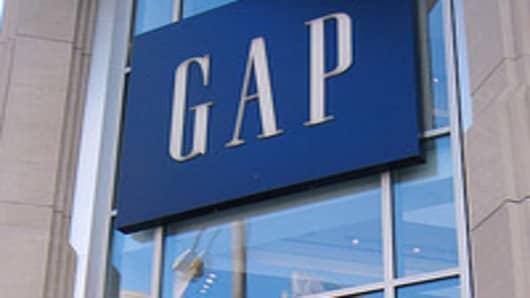 Gap Hits Earnings Target, Raises Outlook