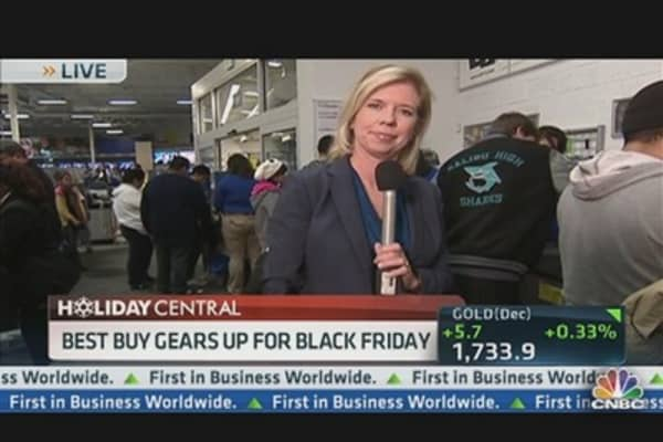 Shoppers Line Up For Doorbuster Deals at Best Buy