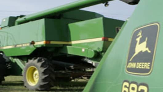 Higher Costs Push Deere Profit Below Wall Street View