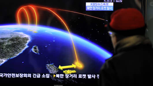 A man watches a TV screen broadcasting news on North Korea's rocket launch, at a railway station in Seoul on December 12, 2012.
