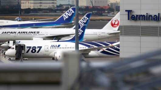 ANA and Japan Airlines Co. (JAL), the world's largest users of Boeing Co. 787 jets, grounded their entire fleet of Dreamliners in the biggest blow yet to the troubled passenger jet's image.