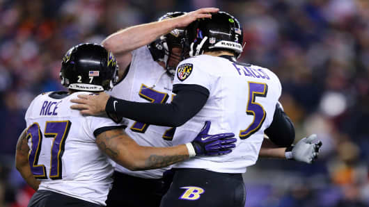 The Baltimore Ravens advance to the Superbowl after defeating the New England Patriots.