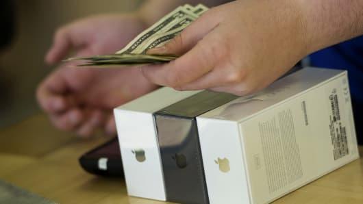 Apple iPhone 5 sales