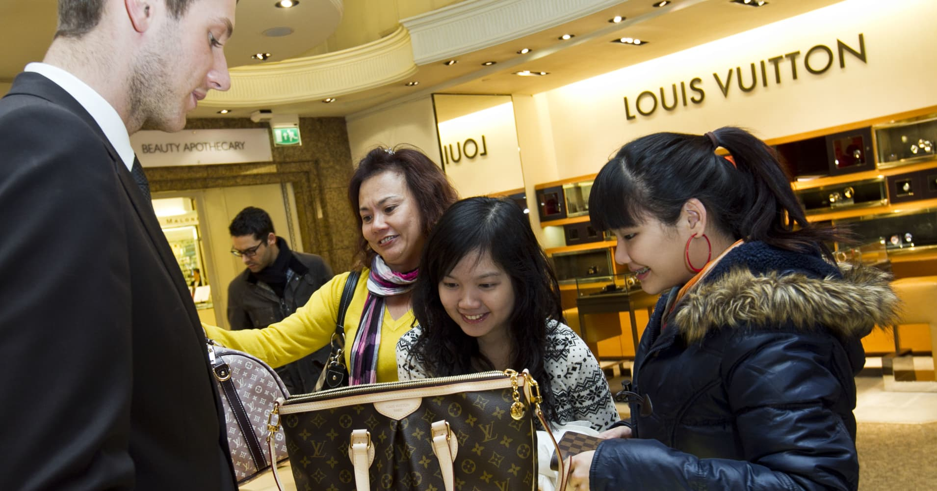 Wealthy Chinese Shift Their Luxury Buying Overseas
