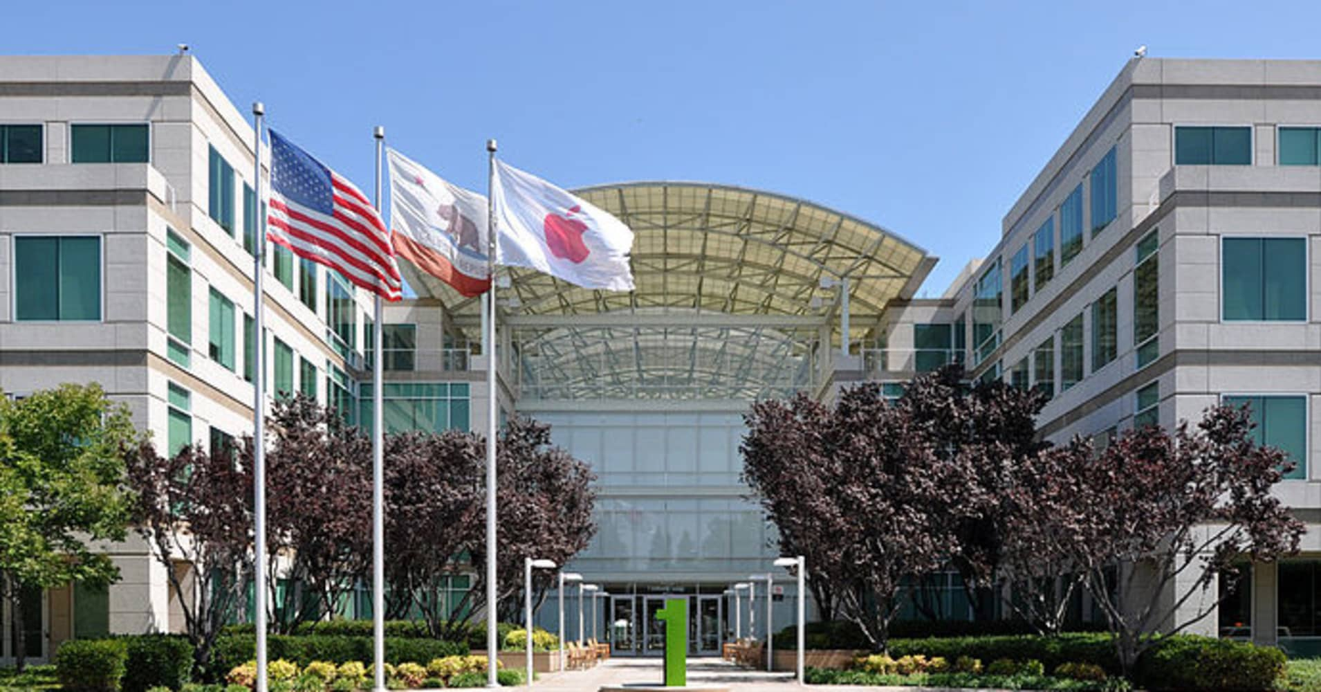 Apple 39 Seriously Considering 39 Returning Cash To Shareholders