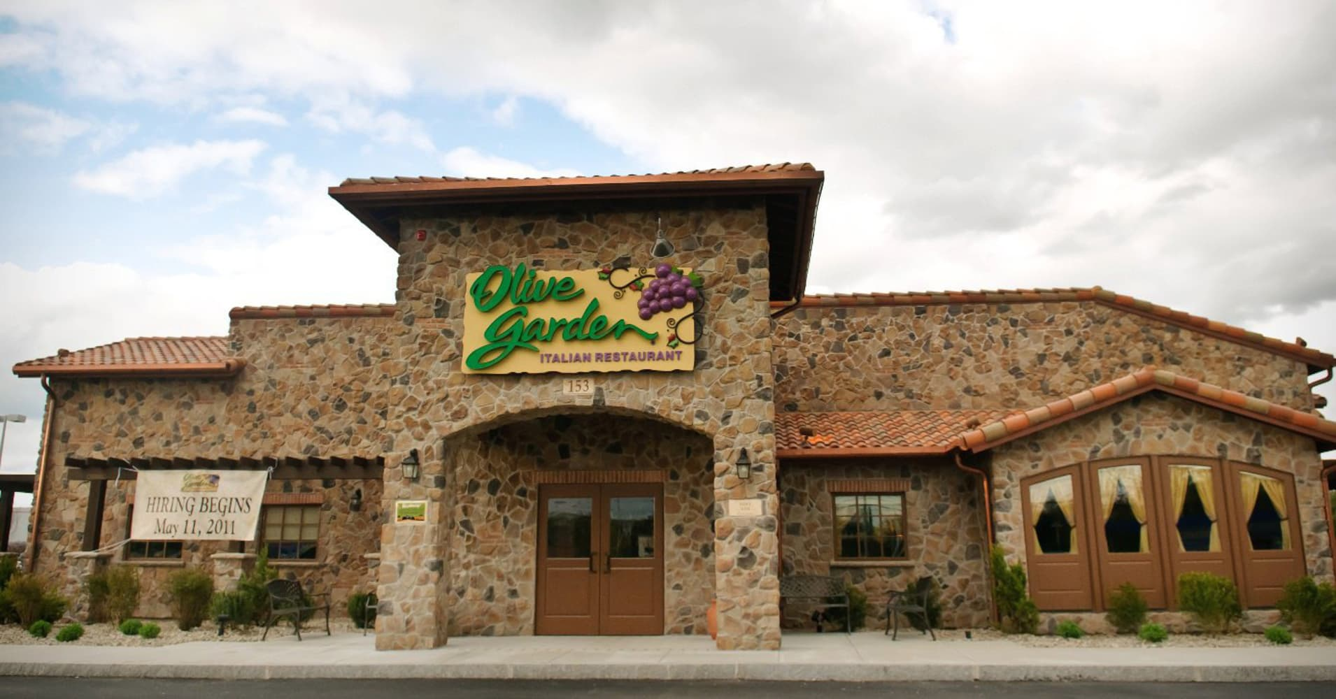 Olive Garden: Olive Garden Breadsticks to Debut in Lunch Sandwiches