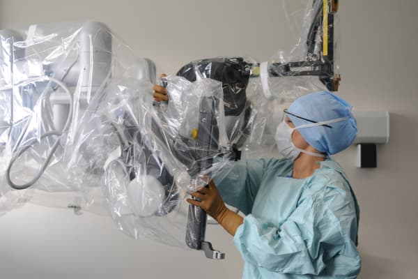 Da Vinci Surgical robot designed to facilitate complex surgery using a minimally invasive approach.