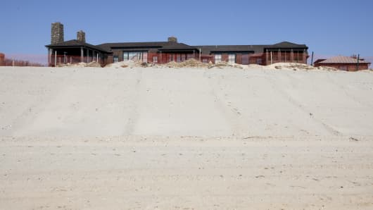 A protective barrier camouflaged by sand outside the beachfront property of Joshua Harris, a billionaire hedge fund founder and an owner of the Philadelphia 76ers, in Southampton, N.Y.