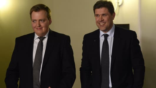 Sigmundur Gunnlaugsson, leader of Iceland's Progressive Party (L) and Bjarni Benediktsson (R), leader of the Independence Party