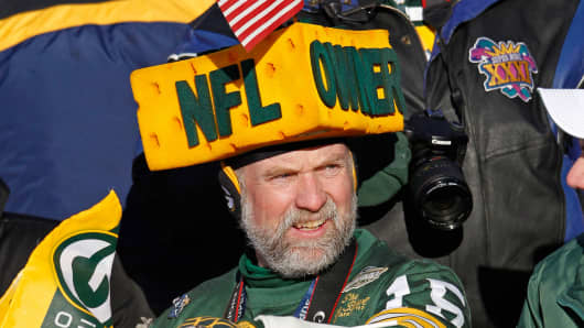 Green Bay Packers fan Steve Tate waits for players to enter Lambeau Field during the Packers Super Bowl XLV victory ceremony.