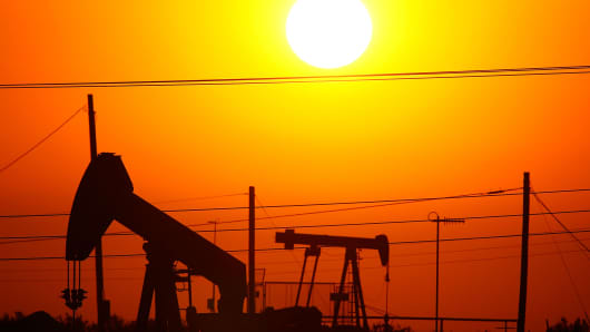 82002101DM023_Surging_Oil_I