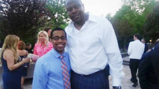 Fredrick Scott posted photos on his website of himself with the former Knicks star Patrick Ewing.