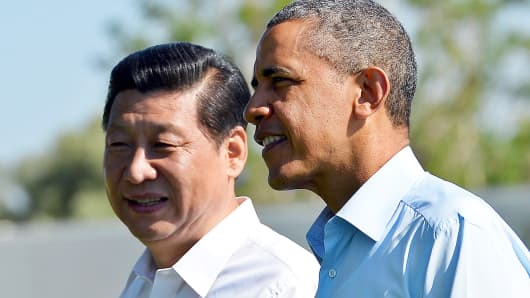 President Barack Obama (R) and Chinese President Xi Jinping take a walk at the Annenberg Retreat at Sunnylands in Rancho Mirage, California, on June 8, 2013.