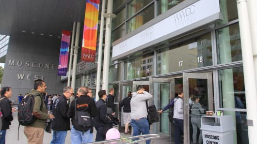 Attendees for WWDC 2013 enter the Moscone Center in San Francisco, California.