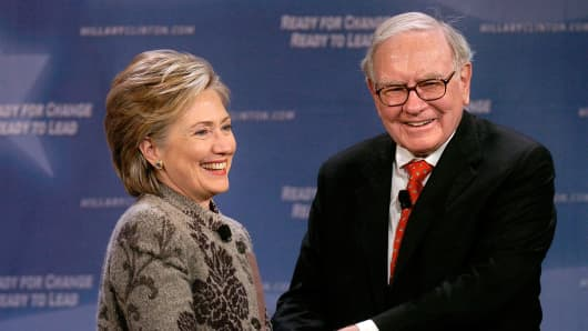 Democratic presidential candidate Sen. Hillary Clinton and Warren Buffett in San Francisco in December 2007