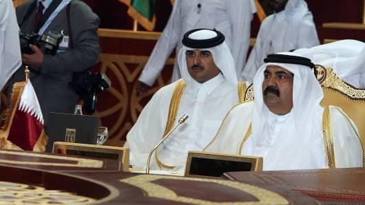 Qatari Emir sheikh Hamad Bin Khalifa al-Thani (R) and Qatari Crown Prince Sheikh Tamim Bin Hamad al-Thani (L) in 2007.