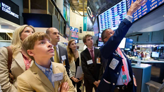 Hudson Sneed (L), a winner of the InvestWrite Essay competition, tours the NYSE.
