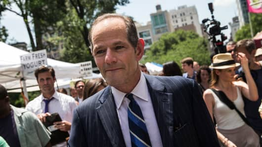 Former New York Gov. Eliot Spitzer collects signatures from citizens to run for comptroller of New York City.