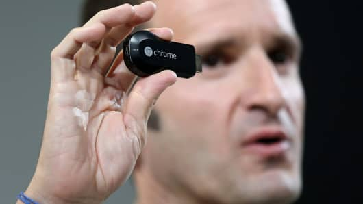 Google's Mario Queiroz shows off the Chromecast SDK.