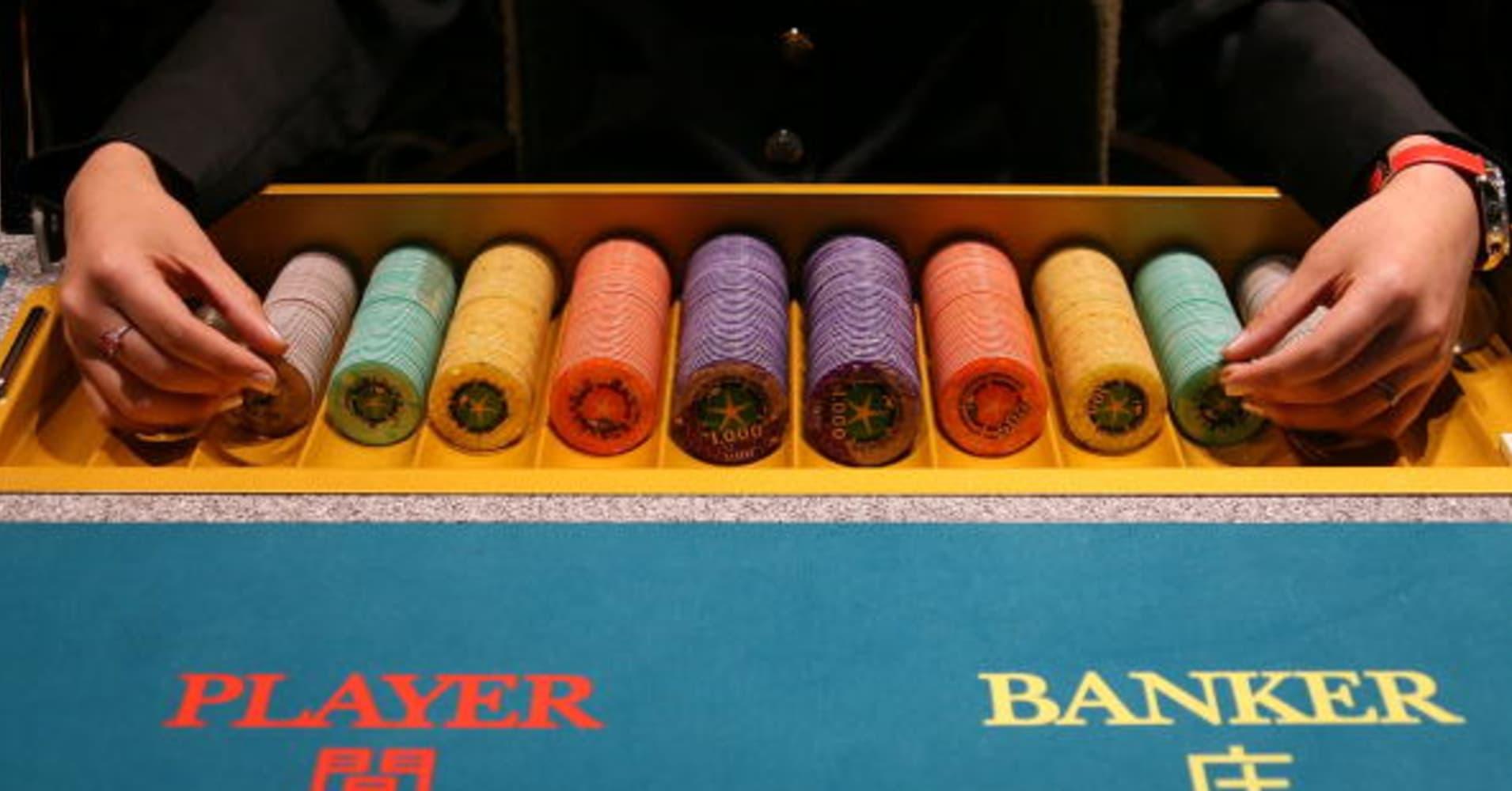 top casino dealer salary