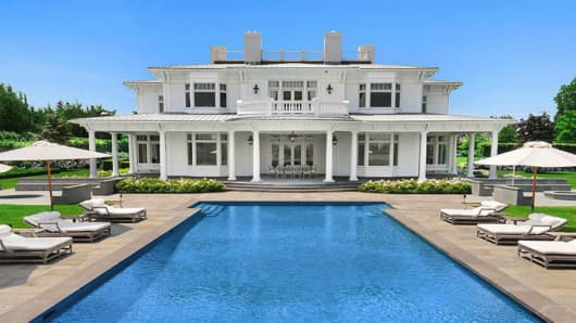 Hamptons beach home sales hit new record