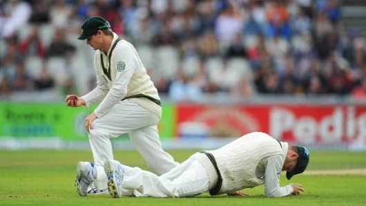 Michael Clarke (R) and Steve Smith of Australia look dejected after failing to take a catch during an Ashes Test.