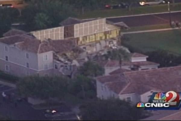 Sinkhole causes Florida resort to partially collapse